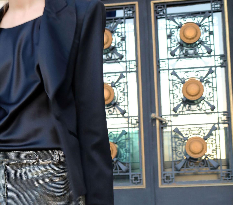 FLAVIA HOJDA - Poarta noul sacou cu pantaloni cu efect metalic