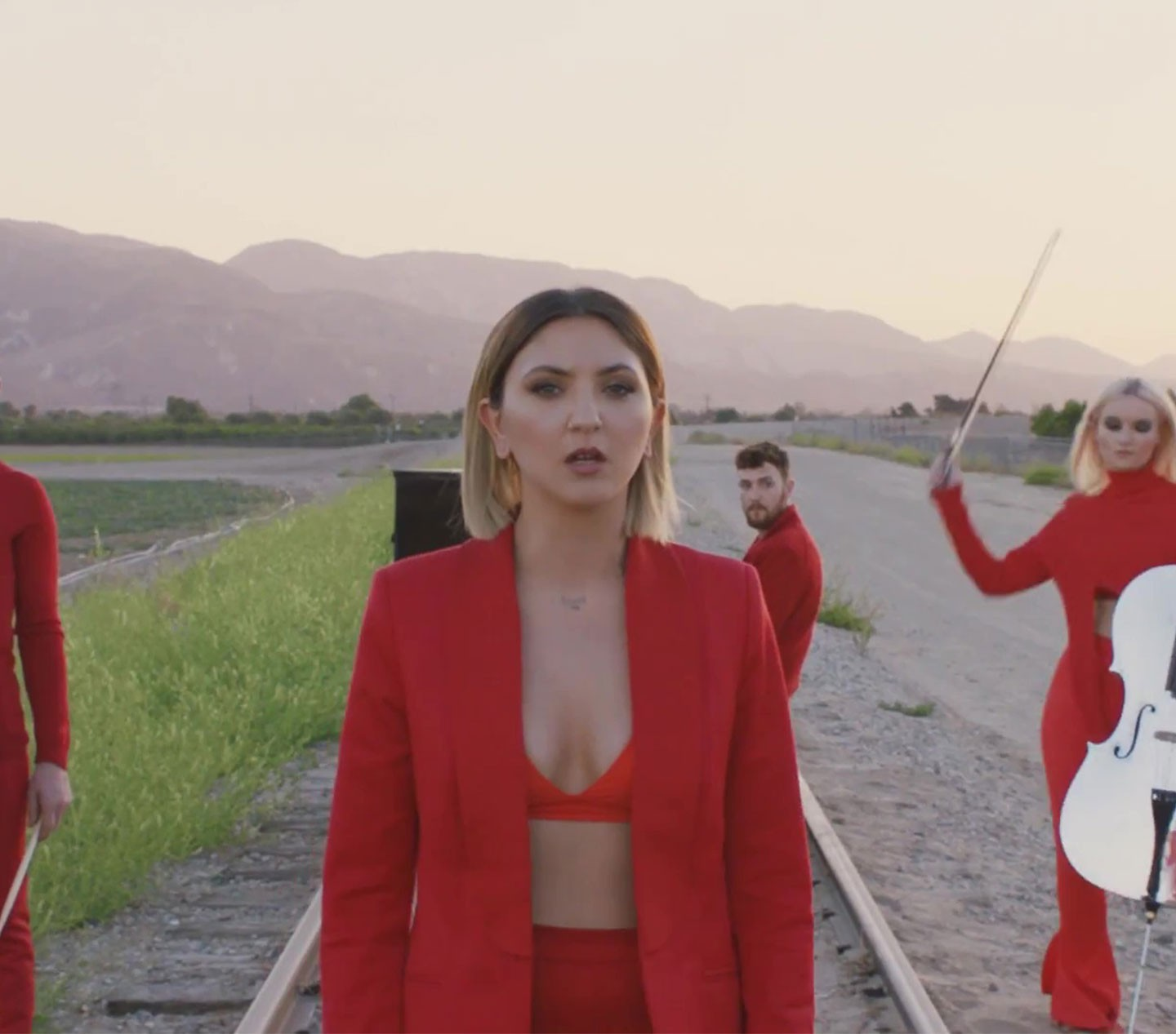 JULIA MICHAELS - Clean Bandit Video