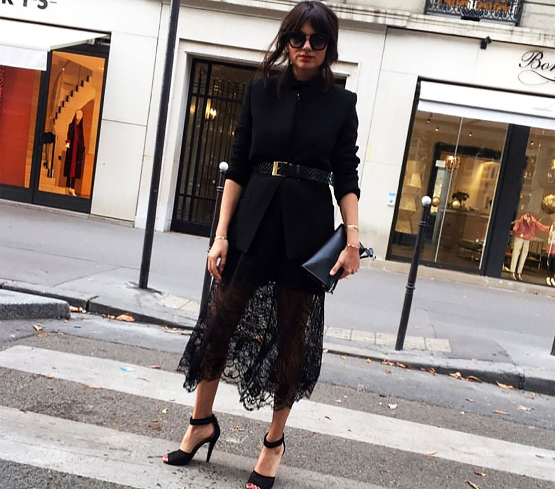 MALVINA CSERVENSCHI - Poarta sacoul negru la Paris Fashion Week
