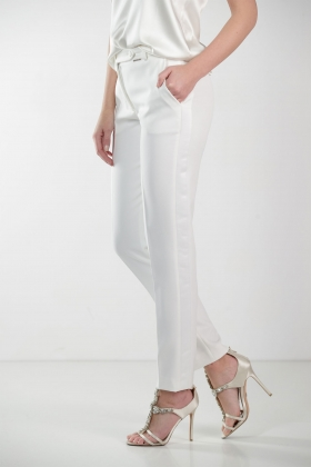 WHITE PANTS WITH WHITE STRIPE