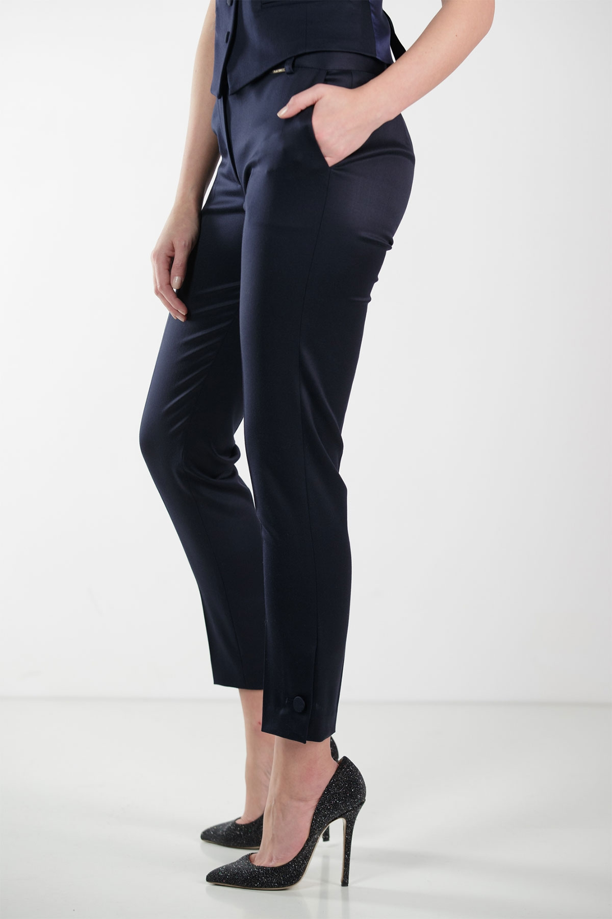 NAVY WOOL CROPPED PANTS WITH BUTTON CUFF