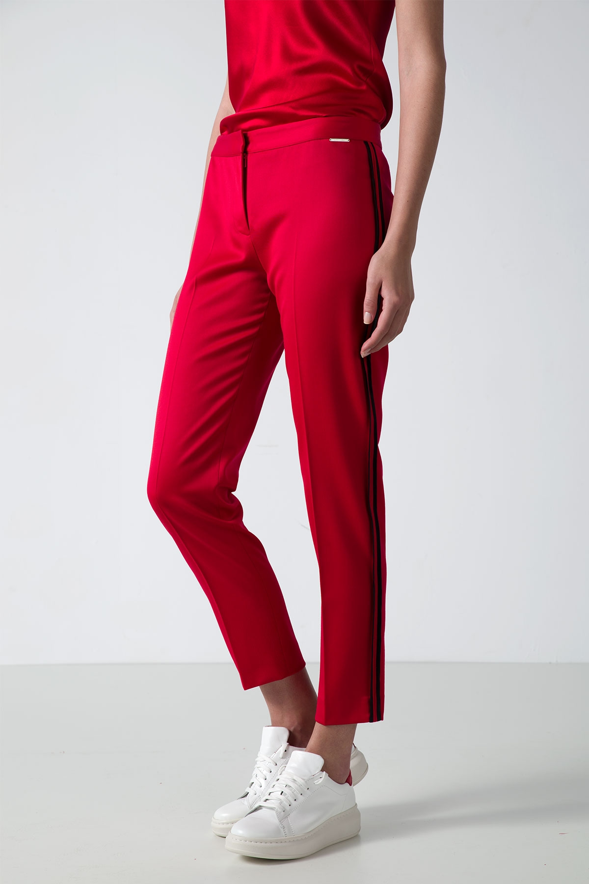 RED PREMIUM WOOL PANTS WITH SIDE STRIPE