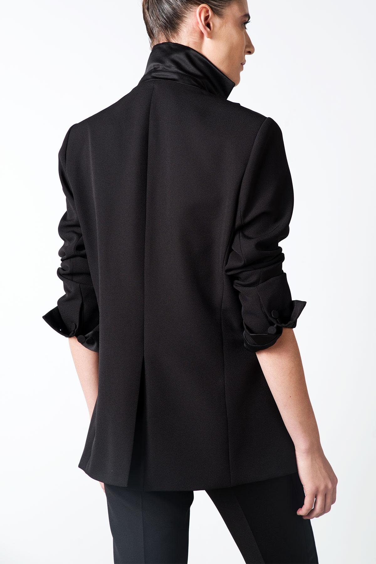 black over sized blazer with satin details styland. Black Bedroom Furniture Sets. Home Design Ideas
