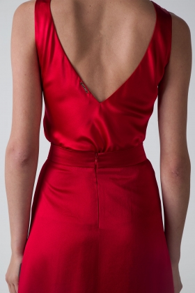 RED SILK TOP WITH OPEN BACK