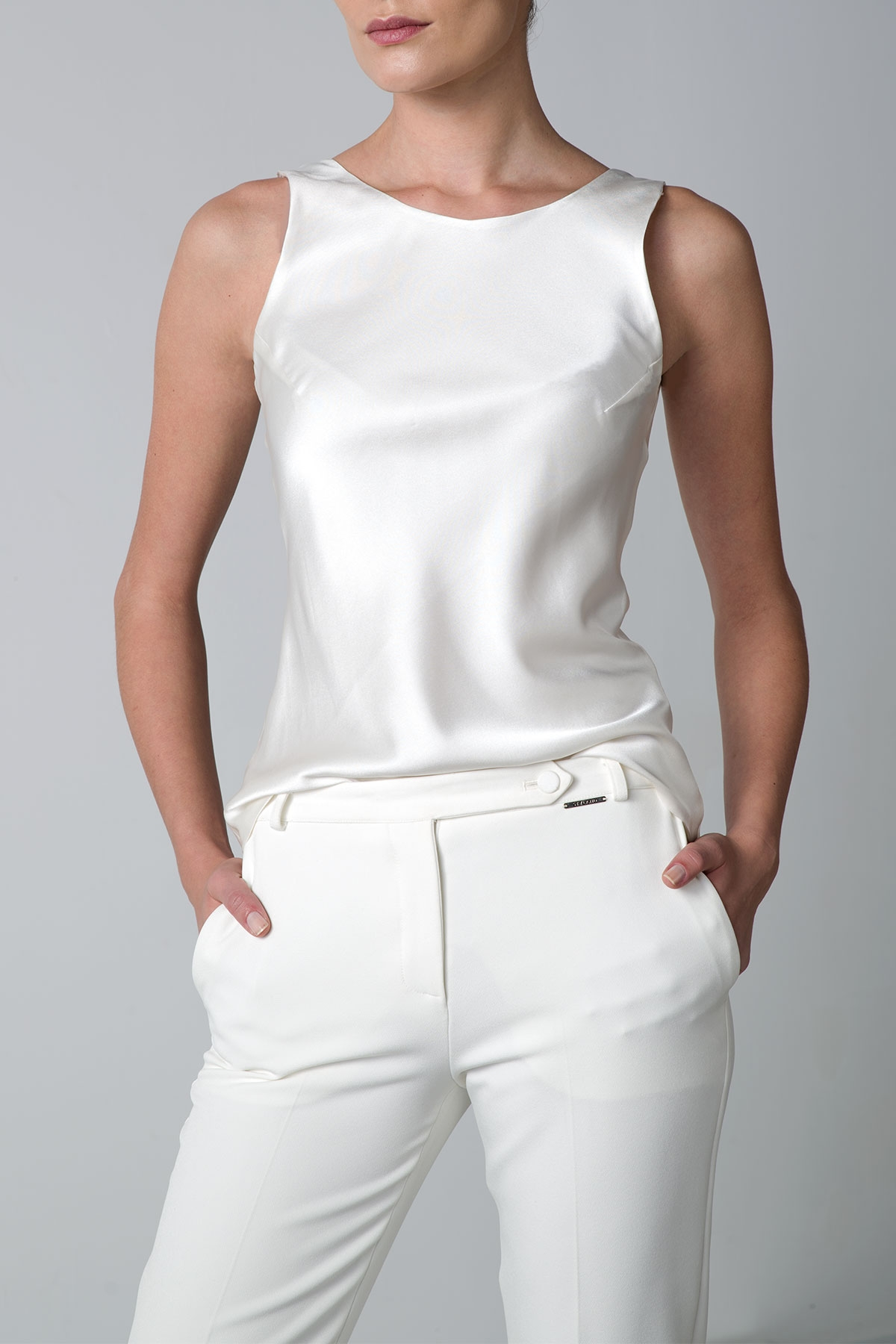 WHITE SILK TOP WITH OPEN BACK