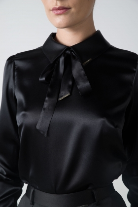 BLACK PUSSY-BOW SILK SHIRT WITH BACK BUTTONS