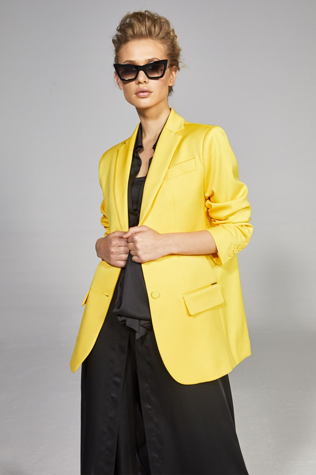 YELLOW OVERSIZED BLAZER