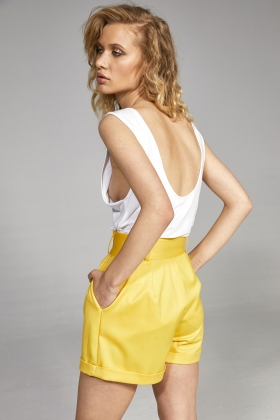 YELLOW SHORT PANTS