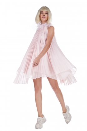 PLEATED DRESS WITH OSTRICH FEATHERS TRIM