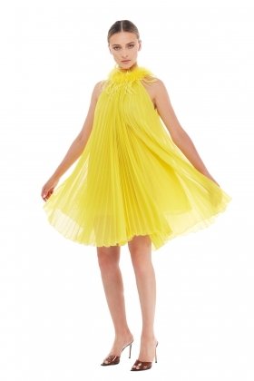 PLEATED YELLOW DRESS WITH OSTRICH FEATHERS TRIM
